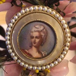 Vintage mop Marie Antoinette's cameo brooch